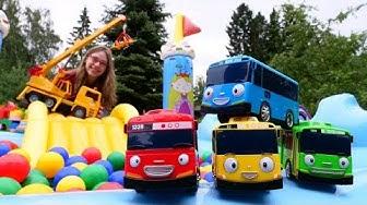 Auttaja-autot lapsille. Pikkubussi Tayo tarvitsee apua! Lasten autot ja kuormurit.