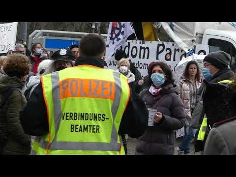 Demo Berlin 10 April 2021 Spandau - Teilnehmer skandieren