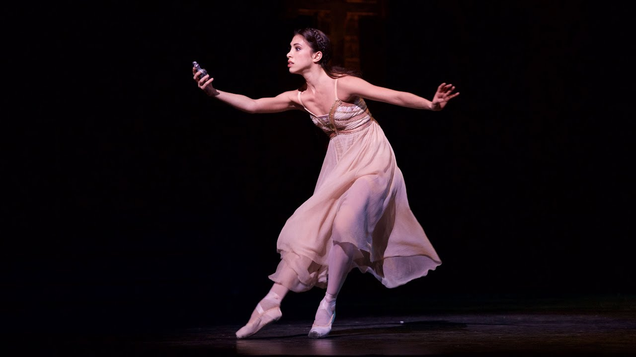 Darcey Bussell joins Yasmine Naghdi for a rehearsal of Romeo and Juliet  (The Royal Ballet)