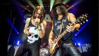 Guns N' Roses are 'days away' from announcing 2016 world reunion tour