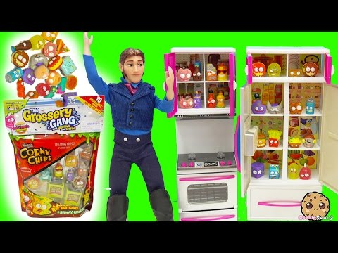 Thumbnail: Grossery Gang 10 Pack Corny Chips with Surprise Blind Bags In Prince Hans Refrigerator