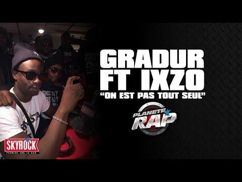 """Gradur """"On est pas tout seul"""" feat. Ixzo en live #PlanèteRap"""