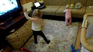 Большие танцы маленьких девочек