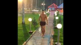 Евгений Кузин купался под дождем. дом 2