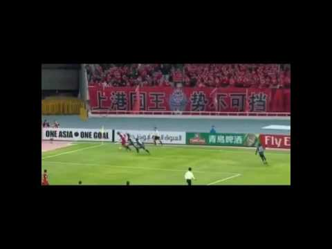 The funny moment Oscar embarrassed linesman during Shanghai SIPG match