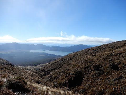 Tongariro Alpine Crossing : Walking in New Zealand vol.2