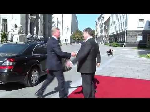 Poroshenko and Barroso discuss humanitarian aid to east Ukraine