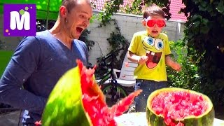 АРБУЗ  Челлендж взрываем большой арбуз резинками Exploding Watermelon Challenge