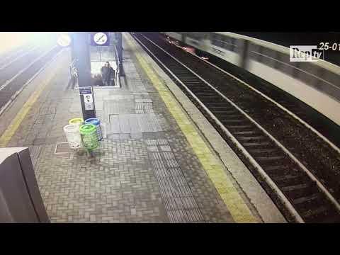 Treno deragliato, le scintille alla stazione di Pioltello prima del disastro