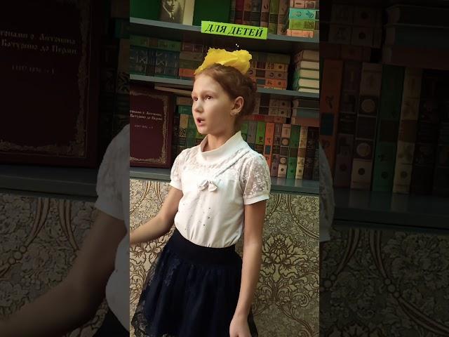 Изображение предпросмотра прочтения – АнастасияКучковская читает произведение «Отговорила роща золотая» С.А.Есенина