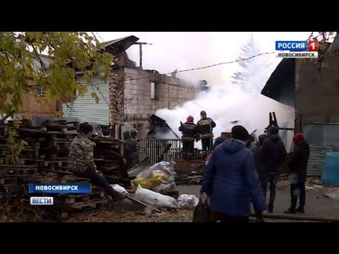 Огонь уничтожил несколько домов в Ленинском районе Новосибирска