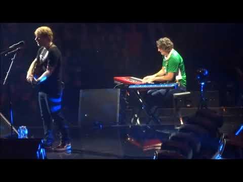 Watch: Irish Roadie Played Piano For Ed Sheeran During His