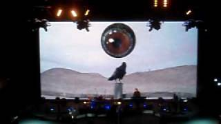 Depeche Mode Walking In My Shoes (intro) - Red Rocks - 8.27.09(The beginning of Walking In My Shoes. Fantastic Anton Corbijn video - some of his best work ever. Beware the eye! Too bad the actual