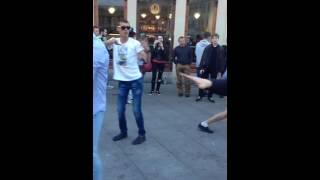 Уличный дэнсэр. Прикол танцует СПб санкт Петербург Питер