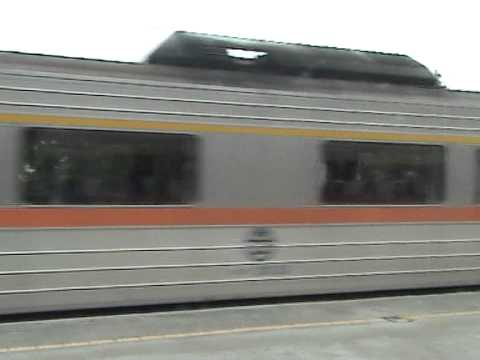 DMU passing by / Taiwan Railways
