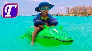 Макс и Надувной Крокодил в Карибском Море Игры Итальянский Ресторан Веселое Видео путешествие Влог
