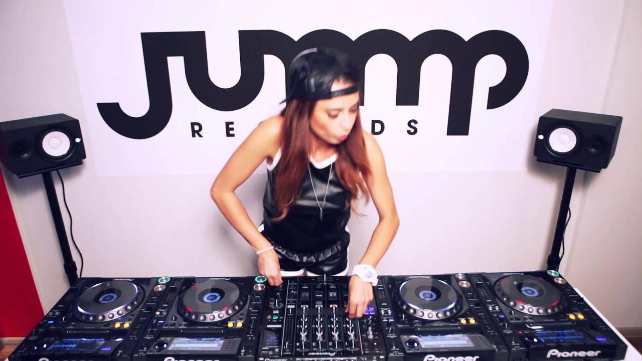 Dj Juicy M Hd Wallpapers: Juicy M Mixing On 4 CDJs At Jump Records Studio