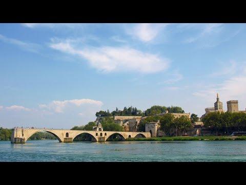 Avignon Holiday Guide | South France Holiday Villas