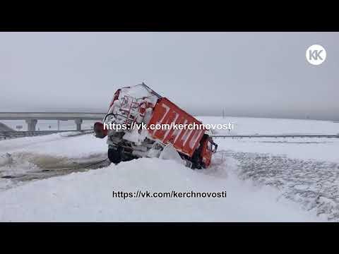 Крым замело снегом.