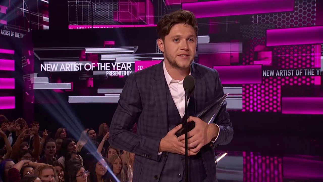 Niall Horan Wins New Artist of the Year Award Presented By T Mobile - AMAs 2017