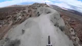 Нереальный бэкфлип на огромной высоте и опаснейшей трассе