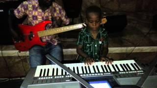 Joshpraiz a 5.5 year old boy on Keyboard with IGWE