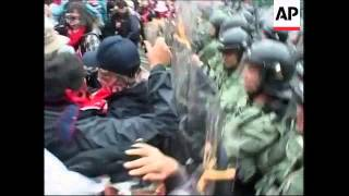 Protesters clash with police, anti-WTO march begins