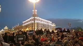 Флешмоб молчания на площади Пушкина в Москве