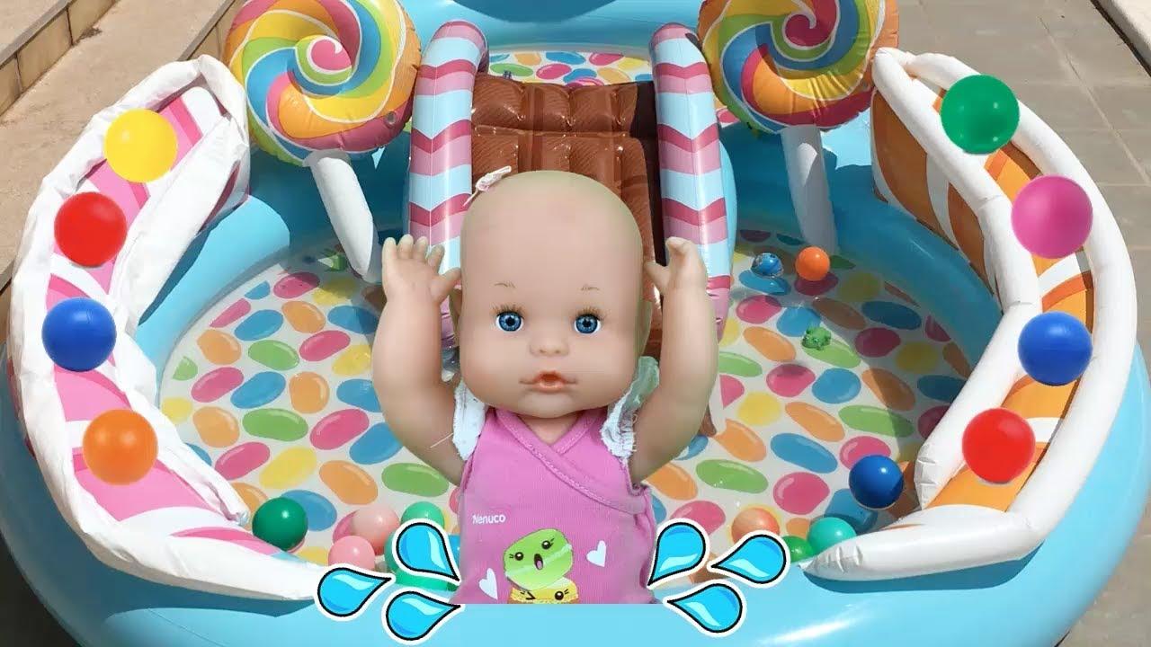 Mu ecas bebes nenuco lola juegos y juguetes en piscina for Juguetes de piscina