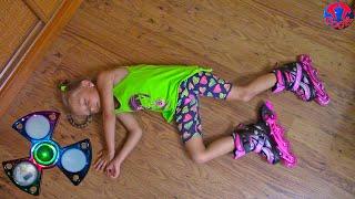 Едем в Магазин Игрушек Покупаем Ролики | Учимся Кататься и падаем Видео для Детей