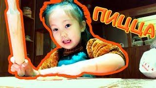 Funny girl cooks pizza 🍕 АДЁКА СЪЕЛА ВСЮ МУКУ 😱 Адека Персик 😜 Funny Kids