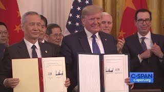 President Trump Signs Trąde Deal with China