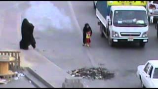 خطير جدا المرتزقة تعتدي على الحرائر والأطفال في بلدة المالكية بعد منع الاعتصام 31 3 2013