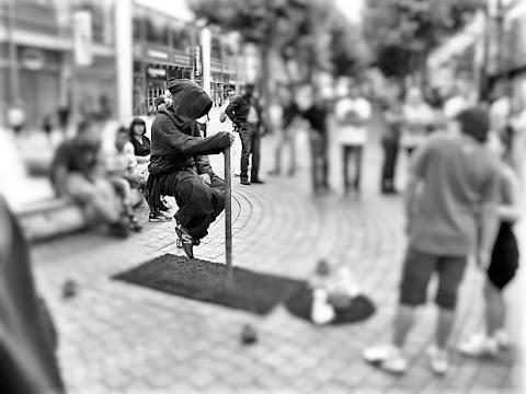 Секрет левитации или человек сидящий в воздухе.  (Фокус уличных йогов)