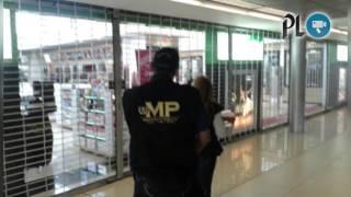 Cierran tiendas en aeropuerto La Aurora