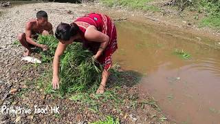 Primitive life skills - Fish shelter on the grass in the dry season - Eating Delicious