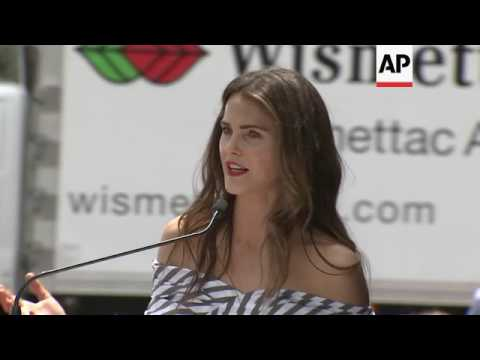 Keri Russell joined by 'Felicity' and 'The Americans' co-stars for her Walk of Fame induction from YouTube · Duration:  4 minutes 53 seconds
