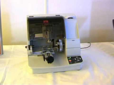 d36e91b2c420 Gravograph - Máquina para grabar M20 Joyeria.wmv