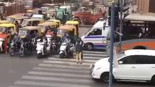 Ambulance Stopped To Allow Convoy Of Babu In Ahmedabad thumbnail