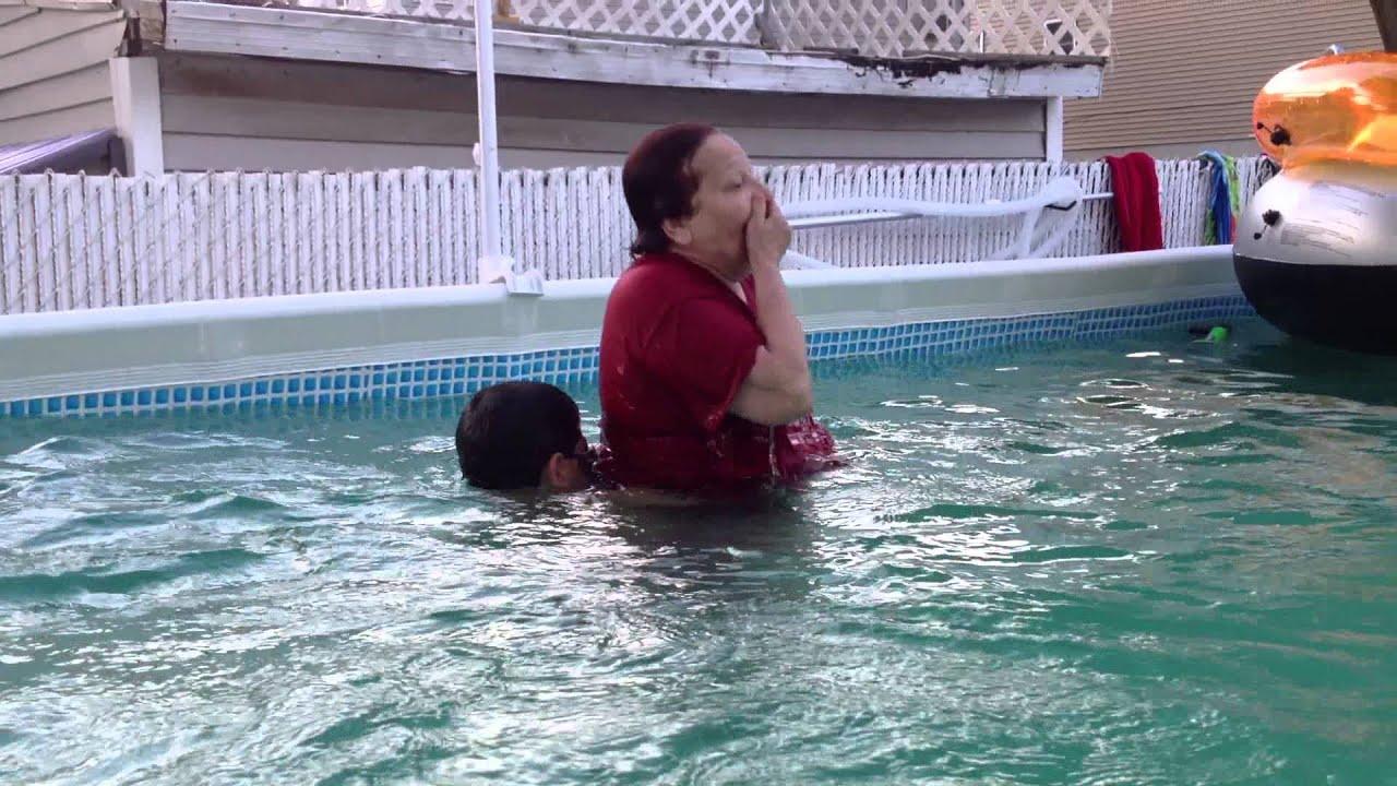 abuelita y su nieto en la piscina verano 2013 youtube