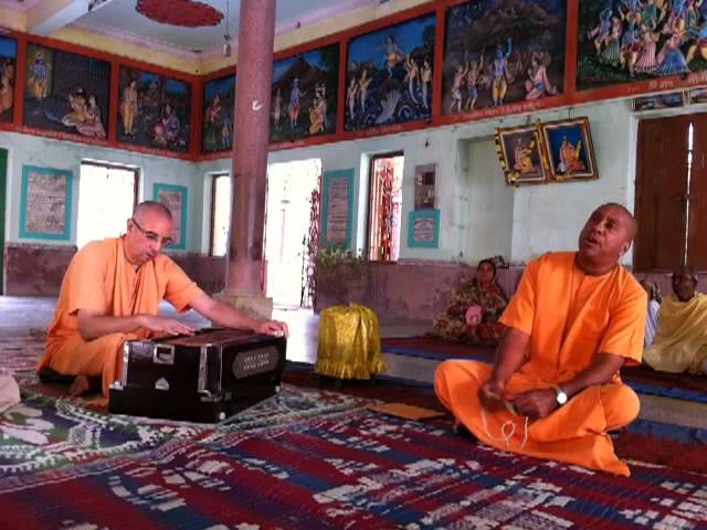 Kirtan at Nandanacarya's house -- 30-Oct-13 Travel Video