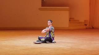 Узбекский танец с блюдом. Рамиль Мехдиев.
