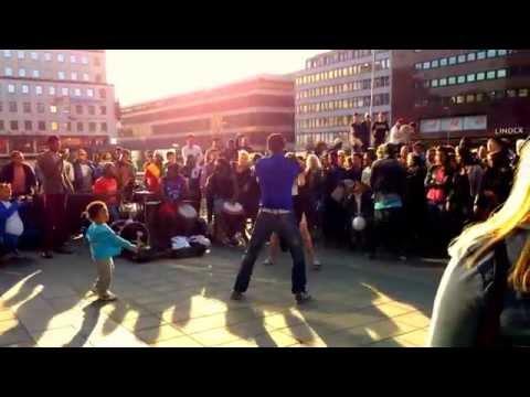 African dans/dance med svenska tjejer, plattan/Sergels torg Stockholm Sweden