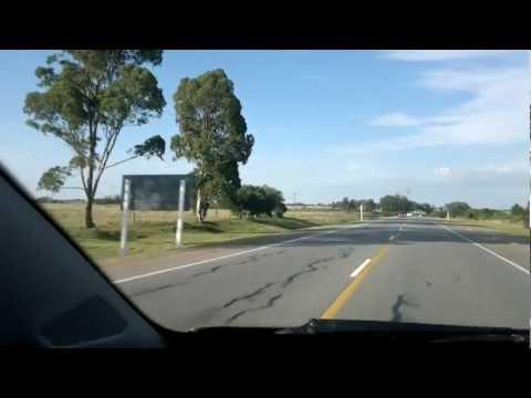 Uruguay Ruta 9 ouvindo radio local en la ruta