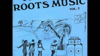 She cries and suffers in the ghetto - Roots Locks