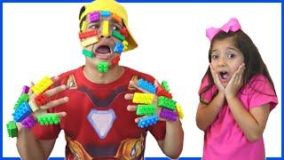 OS IRMÃOS  BRINCAM COM BLOCOS DE MONTAR !! Lego Hands