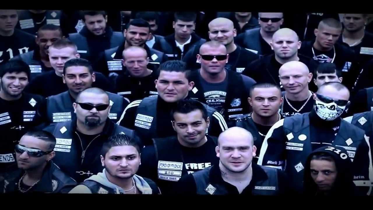 TONI DER ASSI Feat. BRENNA - DIE SCHWARZE FLUT (Black Jackets) - YouTube