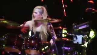 Avril Lavigne - Song 2 - Blur Cover (The Avril Lavigne Tour) RJ