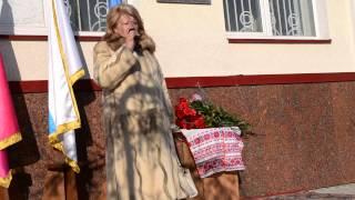 Людмила Чайка на открытии мемориальной доски покойному мужу