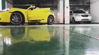 포르쉐 스포츠카 718 박스터S 손으로 수동 주차하는 …